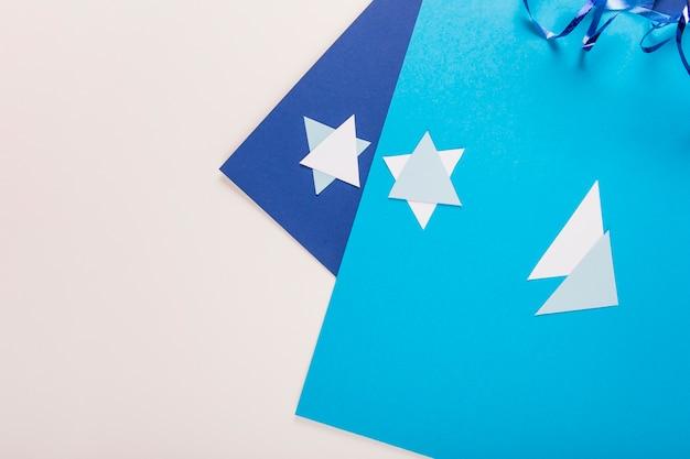 Papier d'artisanat et étoiles de david Photo gratuit