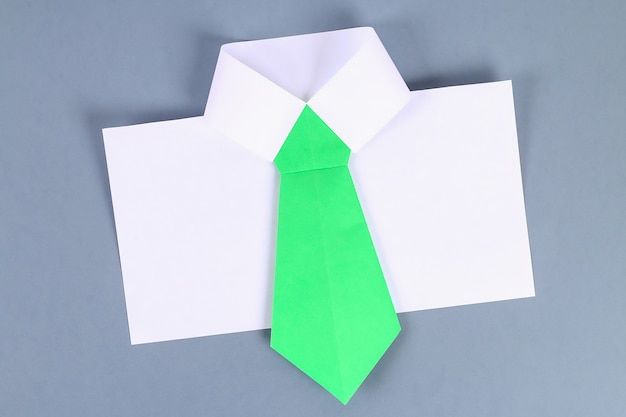 site web pour réduction plus de photos qualité authentique Papier de chemise blanche bricolage avec cravate verte ...