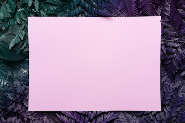 Papier Sur Feuilles De Fougère Violette Photo Premium