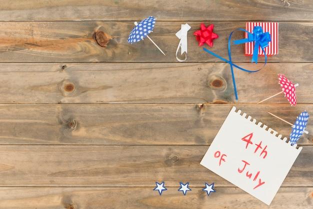 Papier avec inscription le 4 juillet et dessin festif Photo gratuit