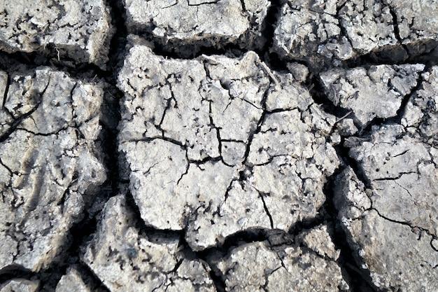 Papier peint, motifs et textures de sol fissuré, sécheresse de la terre Photo Premium