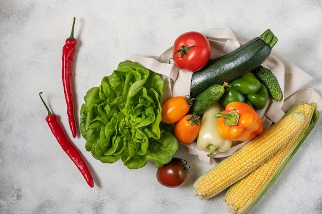 Papier et sac de coton de légumes sains Photo Premium