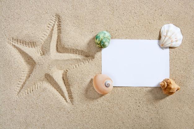 Papier vierge plage sable étoiles de mer pinte coquillages été Photo Premium