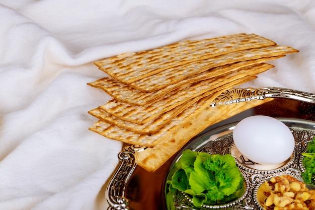 Pâque matzo pâque avec matzoh pain de pâque Photo Premium