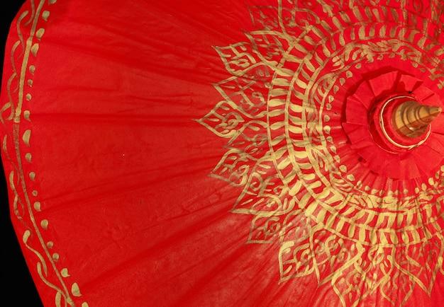 Parapluie en or rouge, chiang mai, thaïlande Photo Premium