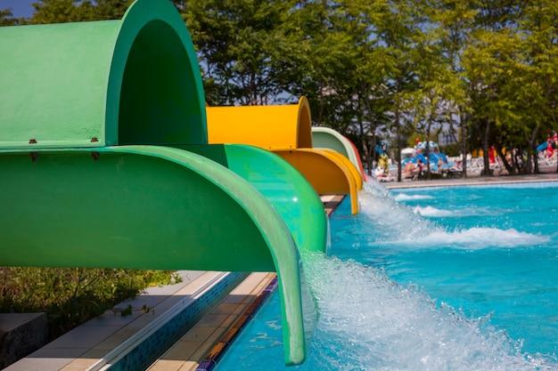 Parc Aquatique Bleu Avec Piscine Photo Premium