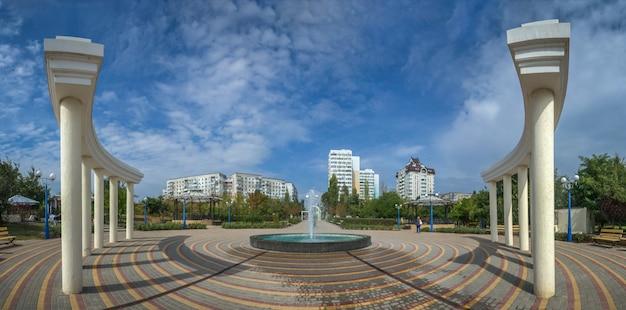 Parc de bord de mer dans la ville de yuzhny, ukraine Photo Premium