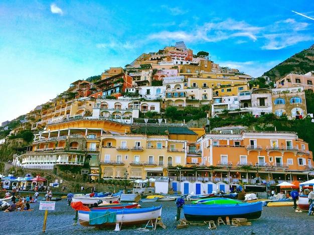 Parc Régional Des Montagnes Lattari Castellammare Italie Avec Un Ciel Bleu Clair Photo gratuit