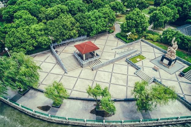 Le Parc De La Ville Avec Le Lac Photo gratuit
