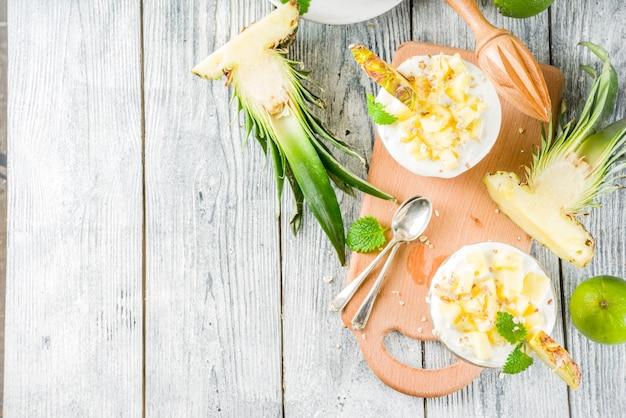Parfait Au Petit Déjeuner à L'ananas Photo Premium