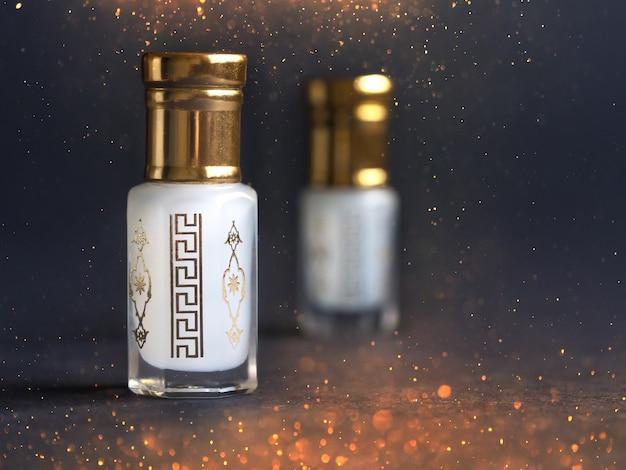 Parfum Arabe Oud Attar En Mini Flacons. Photo Premium