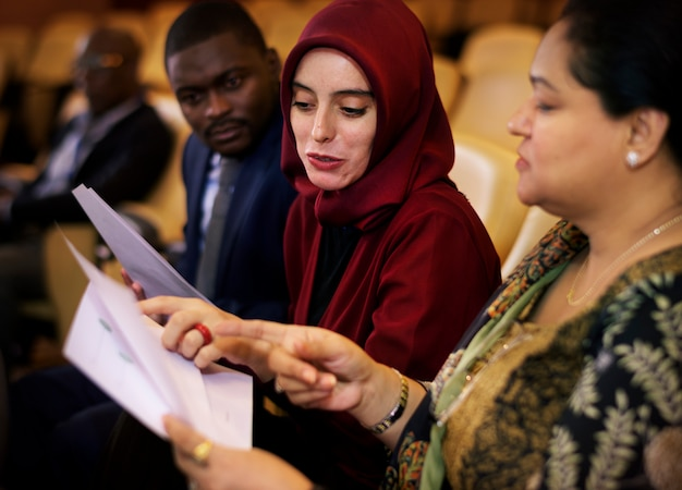 Partenariat avec la conférence internationale diversity people Photo Premium