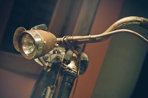 Partie de vieux vélo vintage utilisé comme illustrations pour le texte Photo Premium
