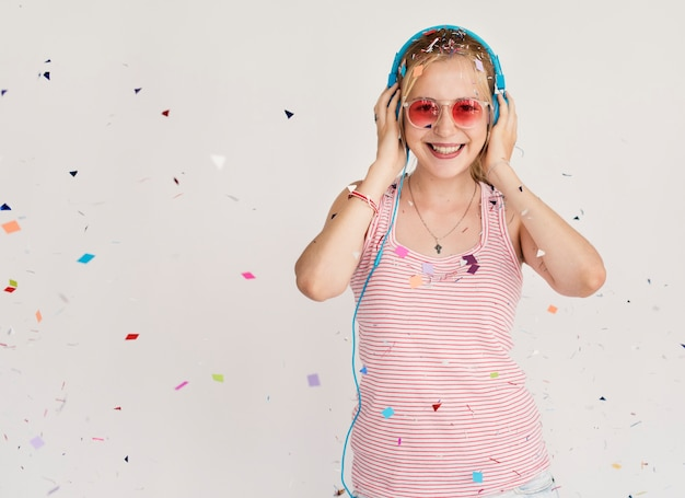 Party girl, écouter de la musique au casque Photo Premium