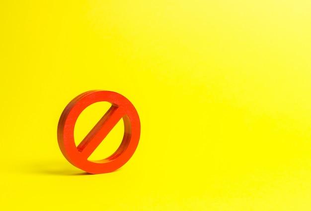 Pas de signe ou pas de symbole sur fond jaune Photo Premium