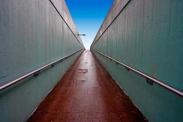 Passage souterrain grand angle Photo gratuit