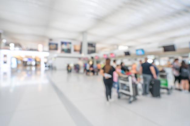 Passager au terminal de l'aéroport Photo Premium