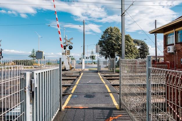 Passerelle et chemin de fer Photo gratuit