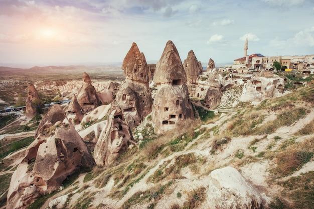 Passez En Revue Les Formations Géologiques Uniques En Cappadoce, En Turquie. Kappa Photo Premium