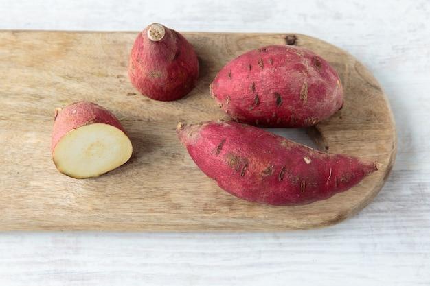 Patates douces rouges Photo Premium