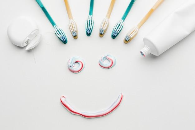 Pâte Dentifrice Sourire à Plat Photo gratuit