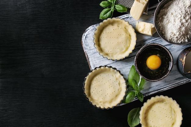 Pâte Pour La Cuisson De La Tarte Aux Quiches Photo Premium