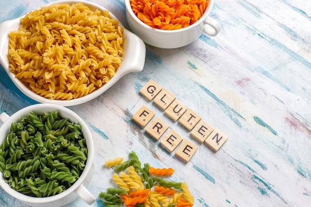 Pâtes Fusilli Végétales Multicolores Sans Gluten. Photo gratuit
