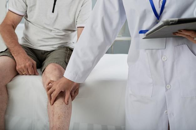 Patient en cours d'examen Photo gratuit