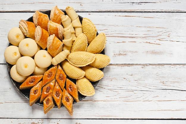 Pâtisseries azerbaïdjanaises traditionnelles Photo gratuit