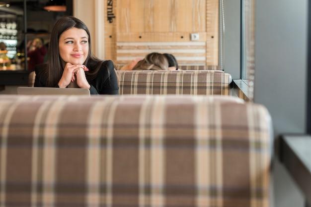 Pause café femme d'affaires brune Photo gratuit