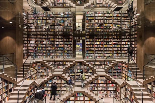 Pavilion livre d'horloge, ceci est une librairie à chongqing, en chine. Photo Premium