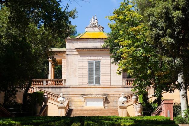 Pavillon néoclassique au parc du laberint de horta Photo gratuit