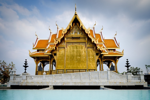 Pavillon royal de l'hôpital siriraj, bangkok Photo Premium
