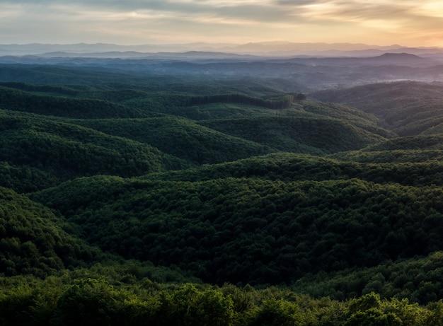 Paysage Coucher De Soleil Dans Les Montagnes Photo gratuit