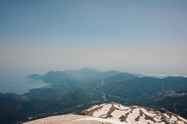 Paysage de hautes terres recouvertes de neige Photo Premium