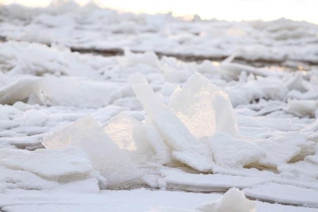 Paysage D'hiver Magnifique Avec De La Glace Photo gratuit