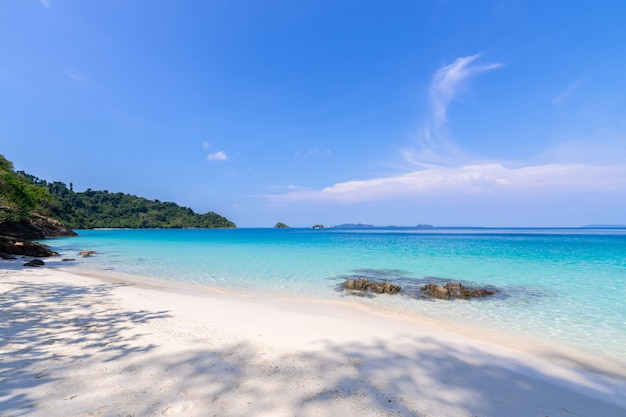 Paysage magnifique de la plage vue sur l'île de koh chang Photo gratuit
