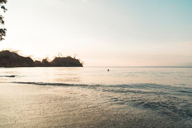 Paysage marin de belle soirée Photo gratuit