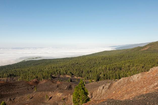 Paysage de montagne au-dessus des nuages Photo gratuit