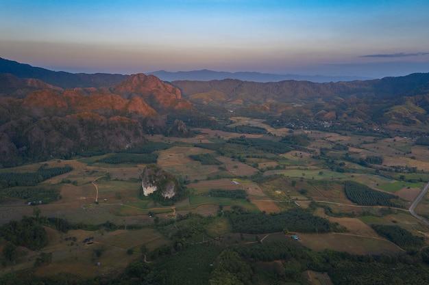 Paysage De Montagne En Thaïlande Photo Premium