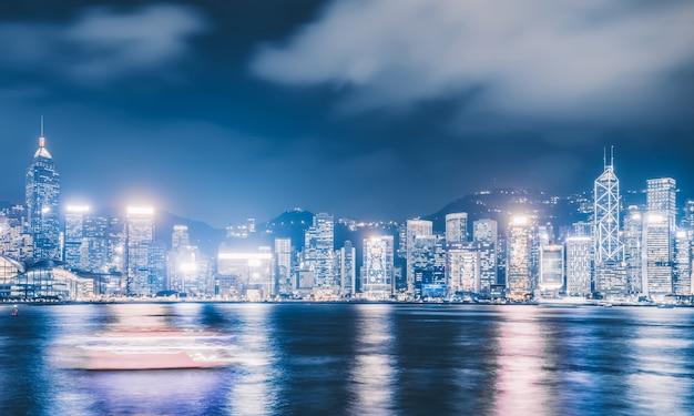 Paysage nocturne et horizon de l'architecture urbaine à hong kong Photo Premium