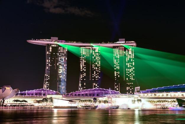 Paysage nocturne de singapour marina bay sand Photo Premium