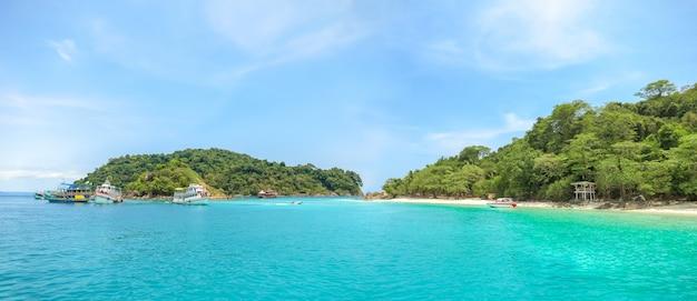 Paysage de plage autour de koh chang en thaïlande. Photo Premium