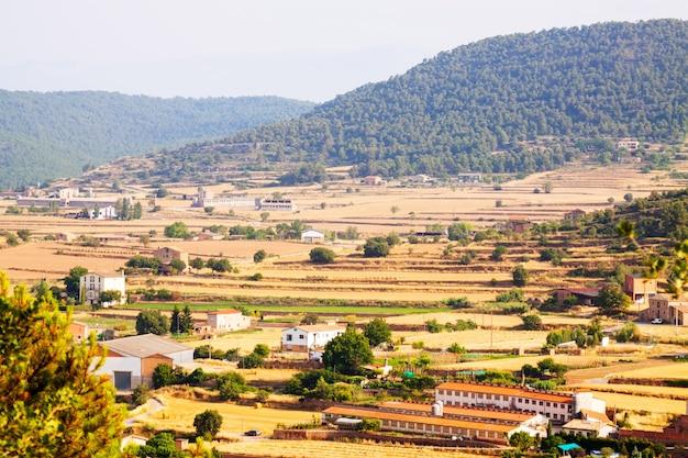 Paysage Rural Avec Fermes En Catalogne Photo gratuit