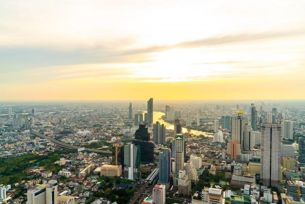 Paysage urbain de bangkok avec un bel extérieur de bâtiment et d'architecture en thaïlande Photo Premium