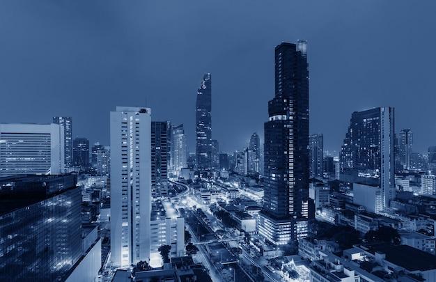Paysage Urbain Bleu Futuriste La Nuit Photo Premium