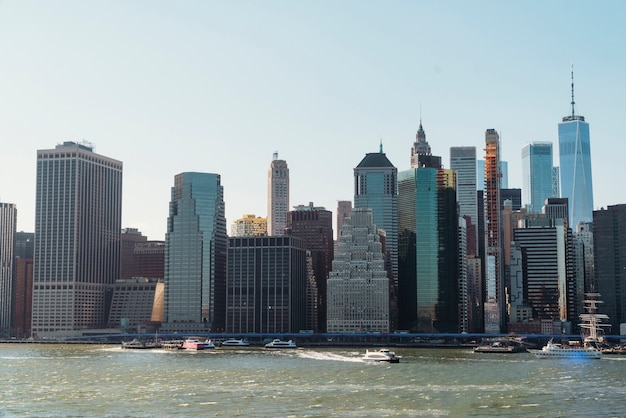 Paysage urbain en bord de rivière Photo gratuit
