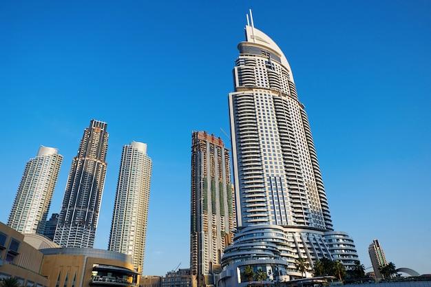 Paysage urbain de dubaï avec des bâtiments Photo Premium