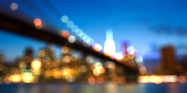 Paysage urbain flou des toits de la ville de new york par nuit Photo Premium