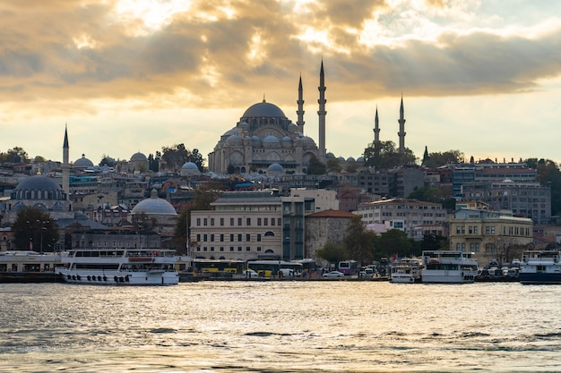 Paysage urbain d'istanbul dans la ville d'istanbul, turquie Photo Premium